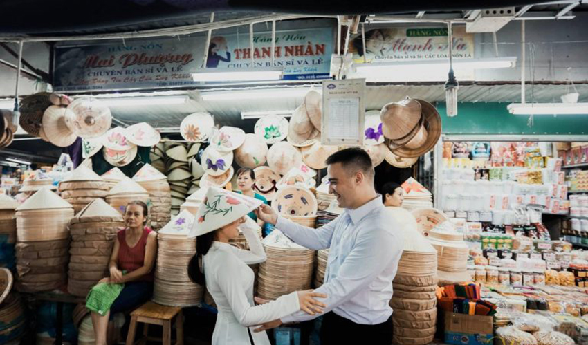 Conical-Hat-Dong-Ba-Market.jpg
